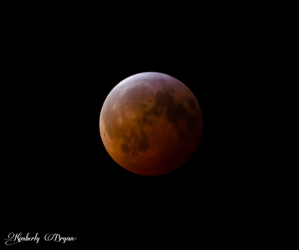 Total Eclipse is now done. The shadow is now leaving at the top left side of the Blood Moon.